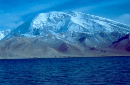 Karakul lake and Mastagh-Ata