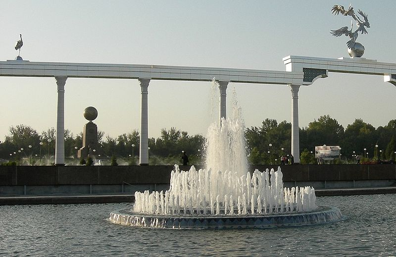 Fountain near_Ministries_in_Tashkent_Uzbekistan